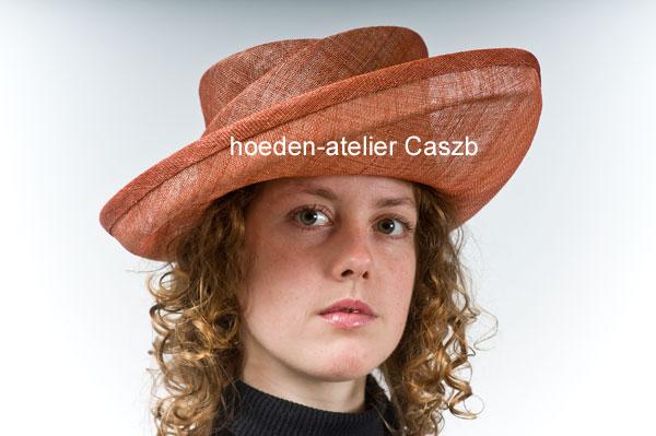 hoeden atelier caszb Clara Boschma hoed2  foto Iwan Szomoru
