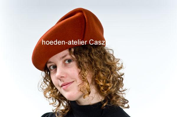 hoeden atelier caszb Clara Boschma hoed5  foto Iwan Szomoru